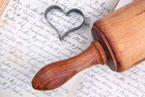 Herzbackform und Nudelholz