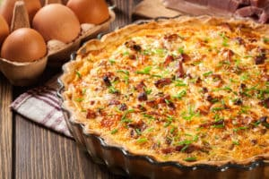 Fertiger Quiche Lorraine in Form
