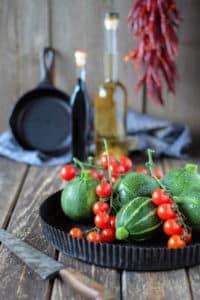 Zucchini und Tomaten in Quicheform